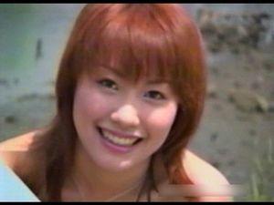 【無修正】そのアイドル性で人気を上げていき、その後は大手インディーズメーカーの単体物にも出演。長瀬愛と並ぶ往年のアイドル女優うさみ恭香ちゃん。